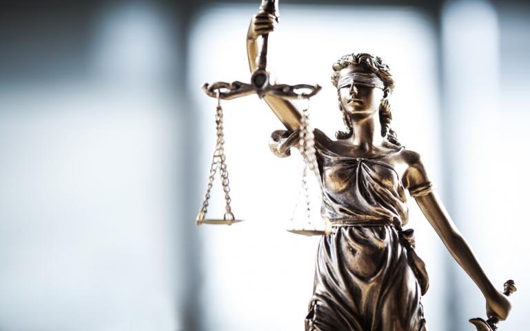 Rechtsstatue