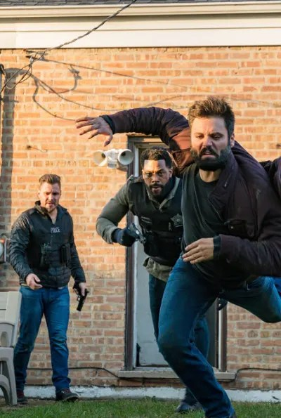 Chasing down a suspect - Chicago PD Season 8 Episode 2