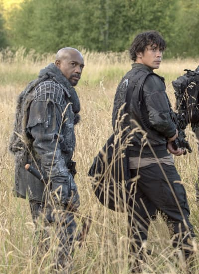 Bellamy and Pike - The 100 Season 3 Episode 2