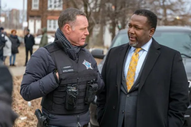 "ending the bloodshed chicago pd - Chicago PD (S06E18) ""The City"""
