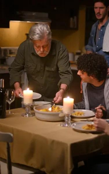Gordon Crashes Dinner - Coroner Season 2 Episode 5