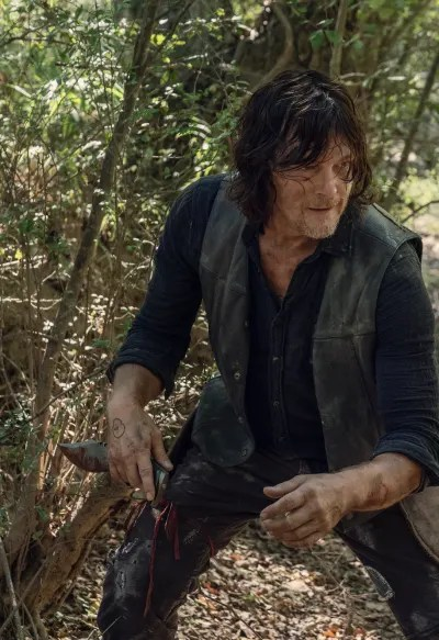 On the Hunt for His Friends - The Walking Dead Season 10 Episode 10