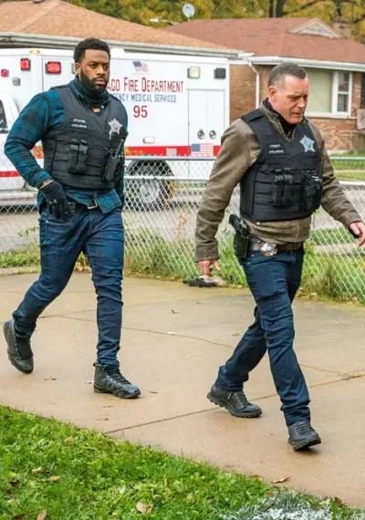 Responding to a Scene - Chicago PD Season 8 Episode 2