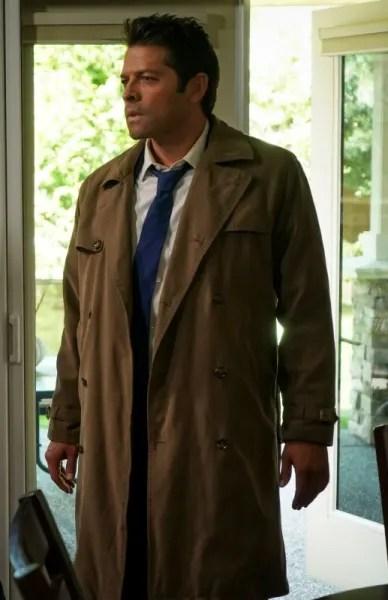 Cas Looks On - Supernatural Season 15 Episode 2