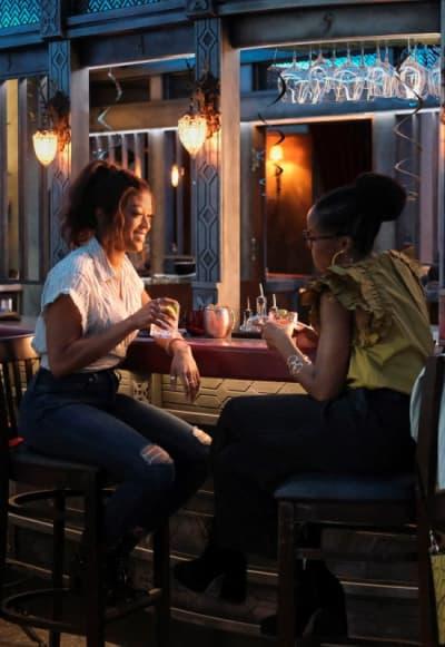 At the Bar - Batwoman Season 2 Episode 14