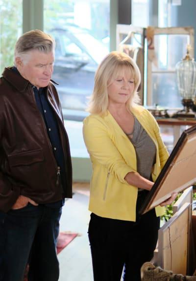 Inspecting Artwork - Chesapeake Shores Season 5 Episode 3