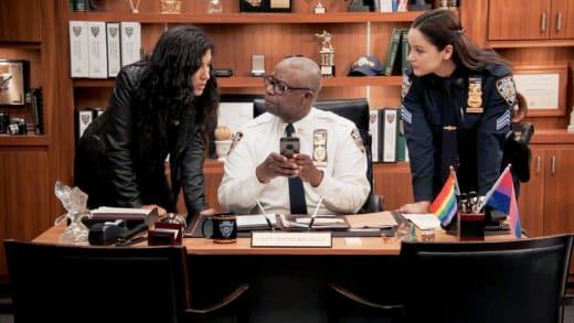 Holt's Dating Profile - Brooklyn Nine-Nine Season 8 Episode 7