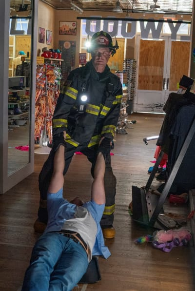 Pulling Him Out - 9-1-1 Season 5 Episode 2