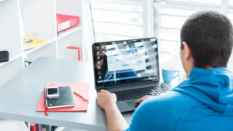 Użytkownik pobierający program TeamViewer – tak jak 30 000 innych osób w ciągu godziny.