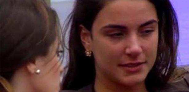 """Laisa chora de saudades enquanto conversa com Sindia no """"Gran Hermano"""" (12/3/12)"""