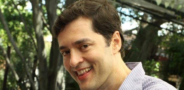 https://i2.wp.com/tv.i.uol.com.br/televisao/2010/07/28/autor-de-os-mutantes-da-record-tiago-santiago-vai-dar-mais-enfase-as-cenas-de-acao-na-proxima-novela-do-sbt-1280361373139_615x300.jpg