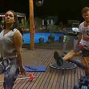 Melancia e Dudu fazem coreografia na academia (09/11/10)