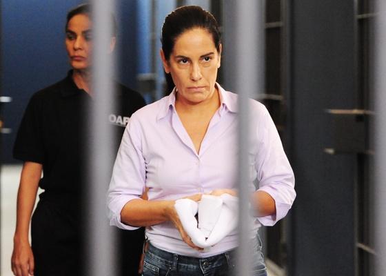 Norma (Glória Pires) é condenada a seis anos de prisão em cena que vai ao ar em Insensato Coração em 14/3