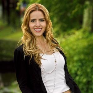 A atriz Leona Cavalli, que vive Celina em A Vida da Gente, também escreve e dirige