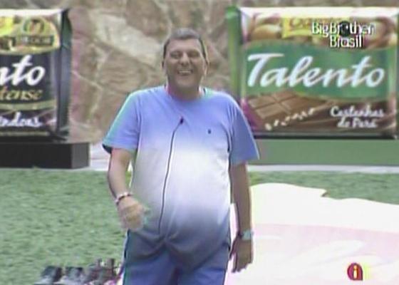 """Jorge Fernando visita os """"brothers"""" nesta manhã (5/3/11)"""