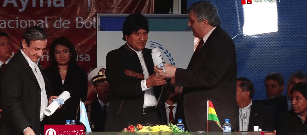 Acto de entrega del Honoris Causa a Evo Morales