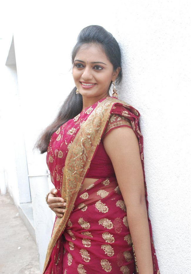 Tamil Serial Actress Hot Navel Show In Facebook Valentine