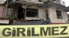 Çökmek üzere olan iki katlı ev boşaltıldı