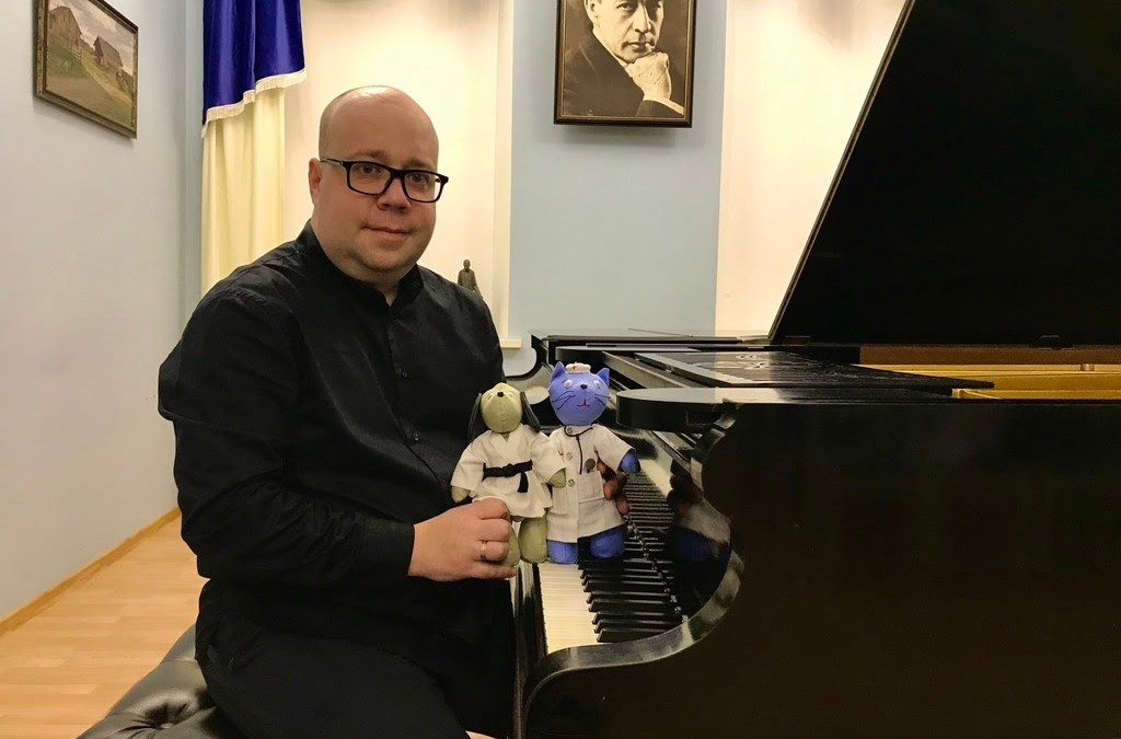 Famous pianist and composer writes music for Space Dr.Cat