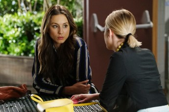 Pretty Little Liars 6x05-1 / TROIAN BELLISARIO, ASHLEY BENSON