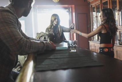 Blood & Oil 1x01 - CHACE CRAWFORD, REBECCA RITTENHOUSE, INDIA DE BEAUFORT