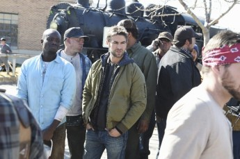 Blood & Oil 1x01 -KESTON JOHN, CHACE CRAWFORD