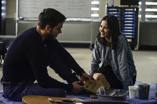 Containment 1x09-2