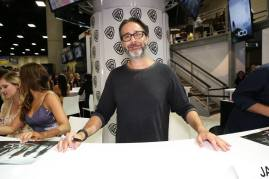 Comic-Con 2016 - The 100 Signing 2'