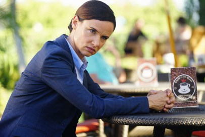 Secrets And Lies 2x05 - JULIETTE LEWIS