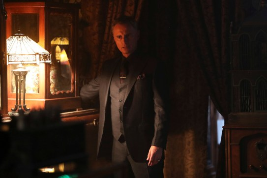 Once Upon A Time 6x08 -ROBERT CARLYLE