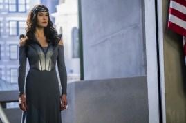 Supergirl 2x16-9