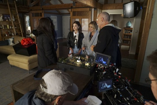 BTS Pretty Little Liars 7x12 - LUCY HALE, ASHLEY BENSON, RON LAGOMARSINO (DIRECTOR)