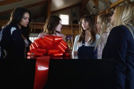 Pretty Little Liars 7x11 - SHAY MITCHELL, LUCY HALE, TROIAN BELLISARIO, ASHLEY BENSON, SASHA PIETERSE