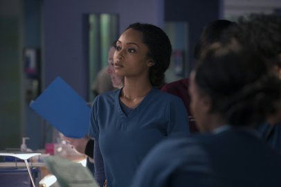 Chicago Med 2x21 - 01