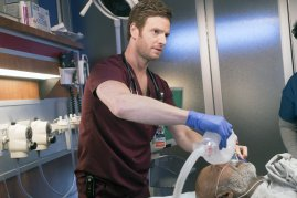 Chicago Med 2x21 - 07