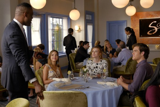 Famous In Love 1x03 - 10