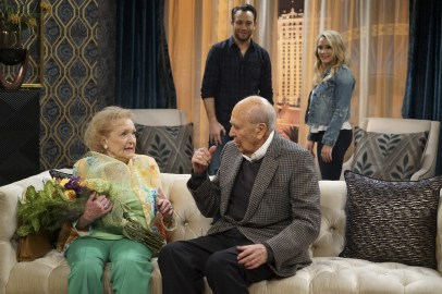 Young and Hungry 5x08 - 14