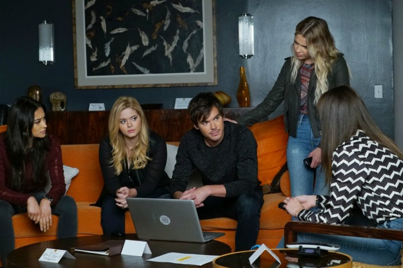 """Pretty Little Liars 7x18 """"Choose or Lose"""" Synopsis, Photos & Preview"""