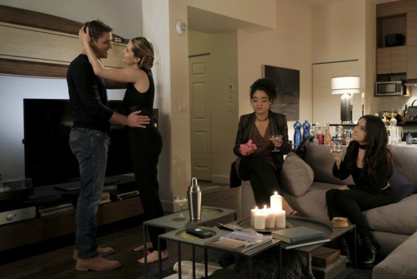 """The Bold Type 1x07 """"Three Girls In A Tub"""" Synopsis, Photos & Preview"""