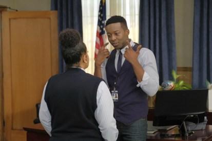 The Mayor 1x03-10