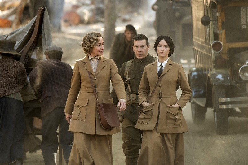 """Timeless 2x01 """"The War To End All Wars"""""""