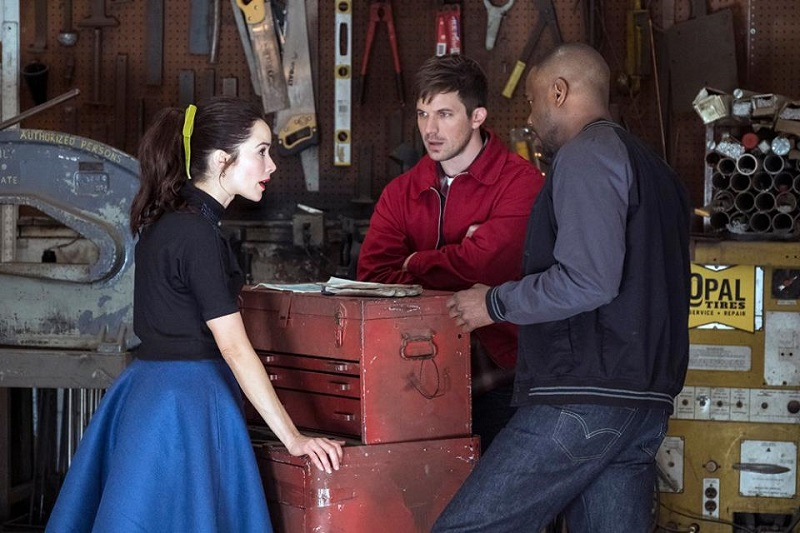 "Timeless 2x02 ""The Darlington 500"""