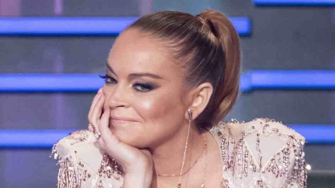 Lindsay Lohan on series 1 of Channel 10's THE MASKED SINGER (image - 10)