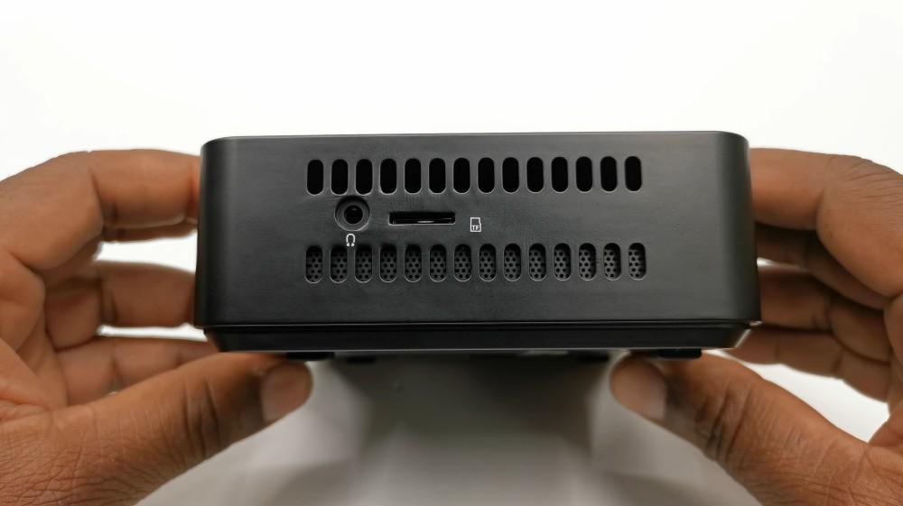 Minisforum_U500-H_Mini_PC_side_ports
