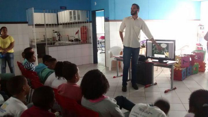 Palestra com o tema PROTEGE CONCEIÇÃO DA FEIRA é ministrada na Escola Cley Andrade, no bairro Santa Luzia