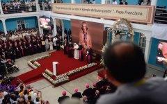 Papa Francisco celebra encuentro en colegio Seminario de San Carlos y San Marcelo