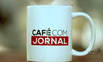 cafe com jornal