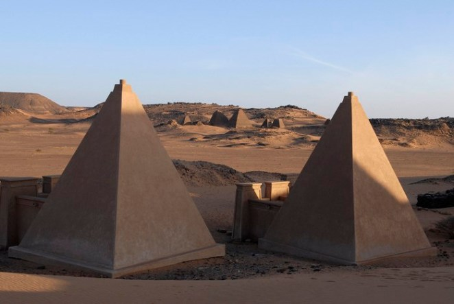 Mereo pyramids in Sudan by Andrew Heavens (Flickr)