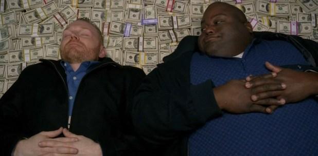 هيول وكوبي يستلقيان على المال - ليتني مكانكما :D