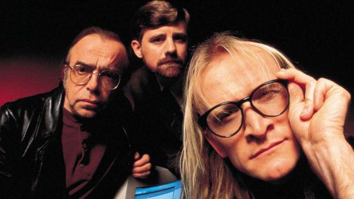 هذا الثلاثيّ كان المتنفس الكوميديّ في المسلسل, ومسلسلهم الخاص لا يقل عن ذلك فكاهة, ينصح بمشاهدته قبل الموسم التاسع